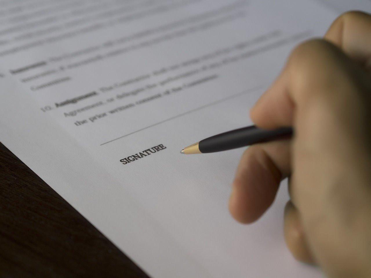 Jak bezpiecznie zaciągnąć pożyczkę przez internet w firmie pożyczkowej